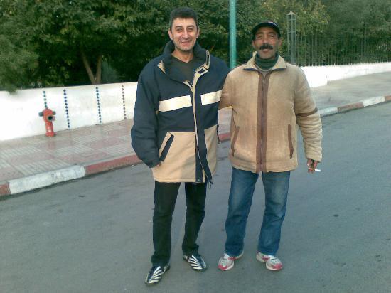 Sidi Harazem Hotel: Voiture gardée sans problème