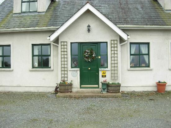 Dungarvan, Ireland: Fropnt of Gornadiha Lodge