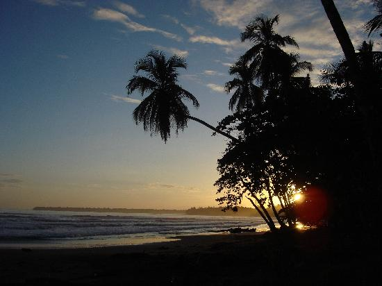 Centro Turistico Brigitte: Another sunset at Playa Negra, Cahuita, Costa Rica, right outside Brigette's cabinas