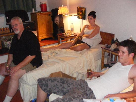 Kinam Hotel : One of the kids rooms with our daughter and one of our sons