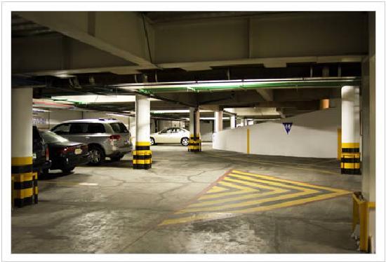 Hotel Pal: Hotel's Underground Parking