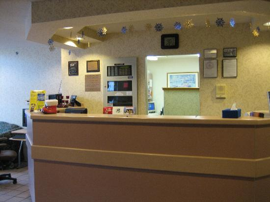 Microtel Inn by Wyndham Albany Airport: Microtel Inn Latham, NY - Frontdesk
