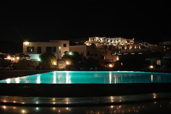 Mykonos Bay Hotel: Piscine et hotel de nuit