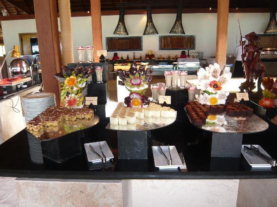 Meeru Island Resort & Spa : buffet Malaan