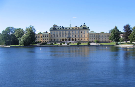 Stockholm, Švédsko: The first view of the palace from the ferry- the best way to arrive