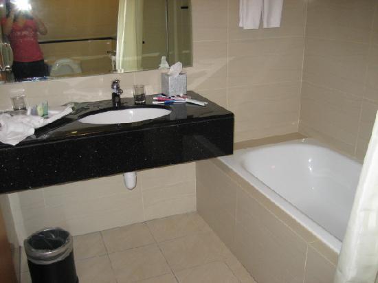Holiday Inn Melaka: Deluxe rm 1 with bathtub