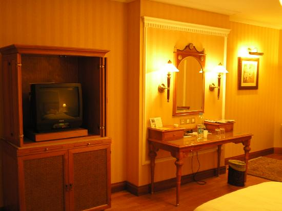Madina Oberoi: Inside of a Deluxe Room