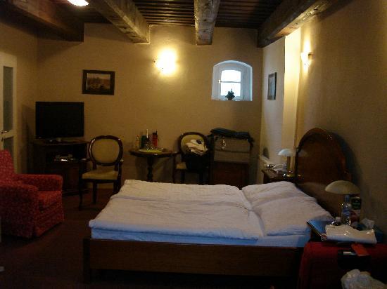 Hotel U Tri Bubnu: Room #18 (without flash)