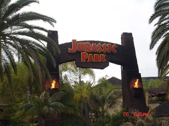 Universal Studios Hollywood: jurassic park ride entrance