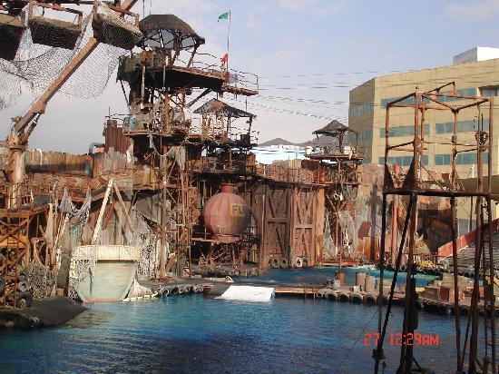 Universal Studios Hollywood: waterworld set