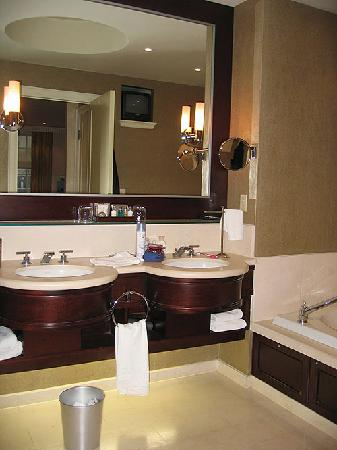 Windsor Arms Hotel : Master Bathroom
