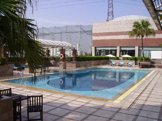 โรงแรมเจ้าพระยาปาร์ค: Pool area