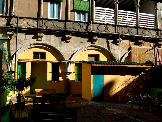 Downtown Hostel: patio