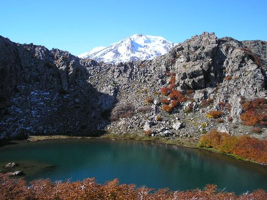 Termas de Chillan: Laguna Huemul con vista al Nevados de Chillán