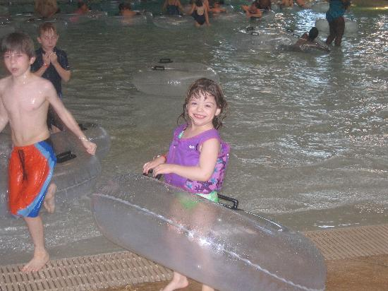Great Wolf Lodge: Wave Pool Fun - Memorial Day Weekend 07