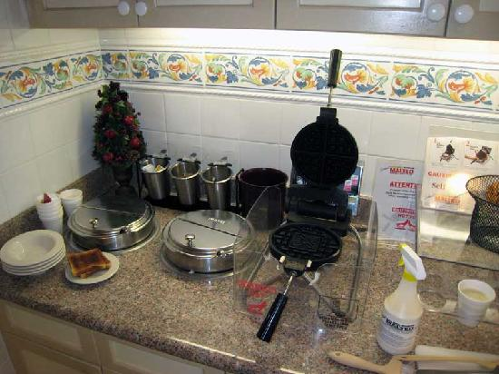 Hilton Garden Inn St. Augustine Beach: Fresh waffles anyone?