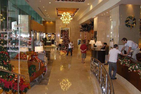 Caravelle Saigon: Hotel foyer in December