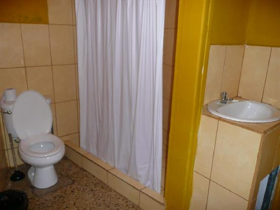 Hostel Pangea: Bathroom