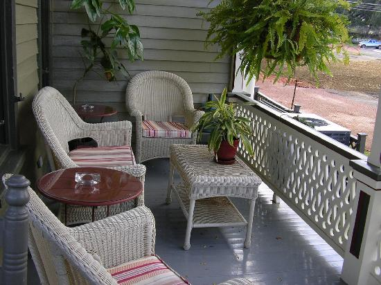 1888 Wensel House B&B: Front porch