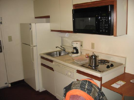 Candlewood Suites Newport News: Kitchen area