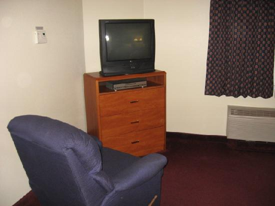 Candlewood Suites Newport News: Sitting area and TV