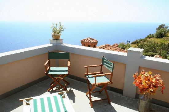 Locanda Tramonti: Vista mare delle Cinque Terre dal balcone