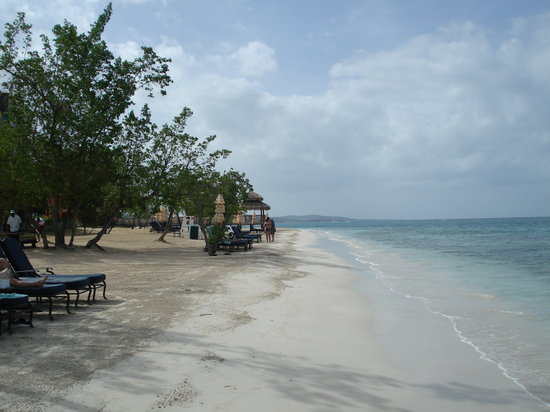 White House, Jamaica: dutch beach looking one way