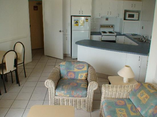 Aloha Apartments: lounge area