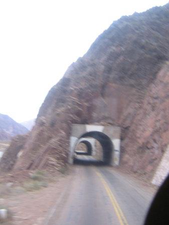 Argentina Alive (Aguirre): tuneles hechos dentro de la montaña