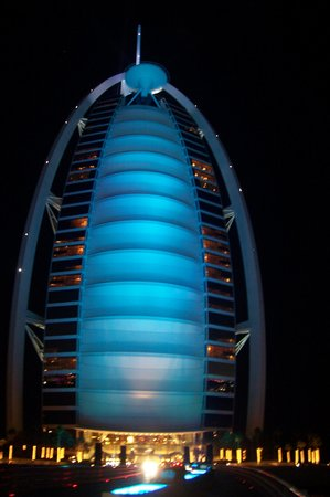 Skyview Bar : Blue! Change of color outside Burj Al Arab!