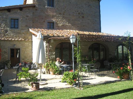 Casa Portagioia: outside dining and relaxing area