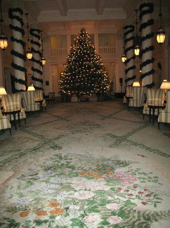 The Omni Homestead Resort: Christmas tree in the Great Hall