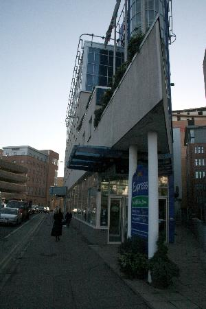 Holiday Inn Express Glasgow City Centre - Theatreland: Exterior - Hotel is Wedge Shaped