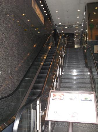 Hotel Excellent Ebisu: Entrance to 2F Lobby via Elevator