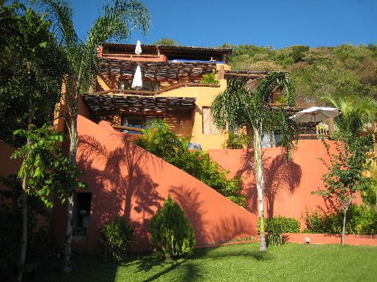 Hotel Cinco Sentidos: View of hotel from street