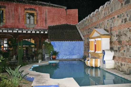 Hotel Palacio de Dona Beatriz: Courtyard at night