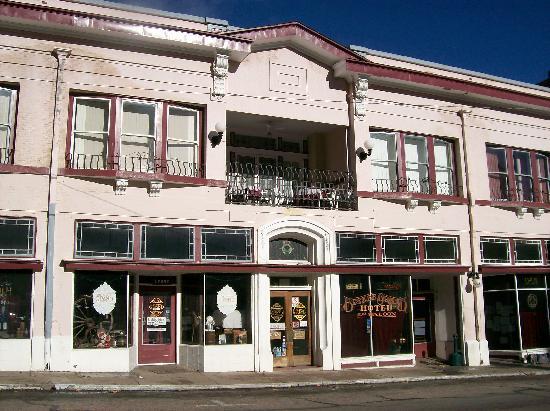 Bisbee Grand Hotel: Bisbee Grand from across street.