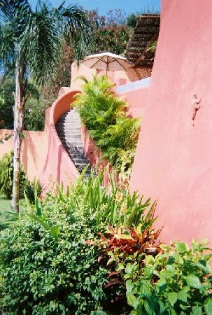 Hotel Cinco Sentidos: Distant view of steps to a room