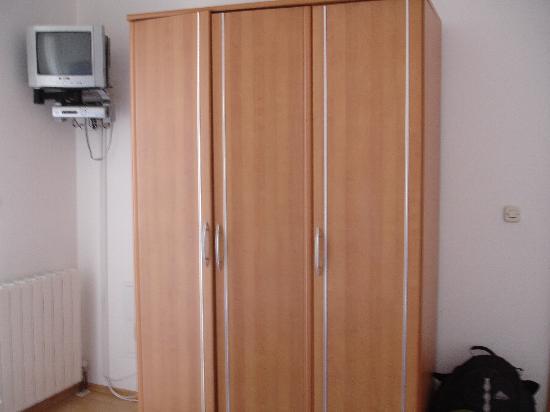Villa Klaic: TV + closet