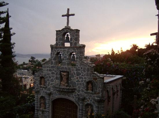 Villa del Angel Bed and Breakfast : View of the On Site Chapel with sunset