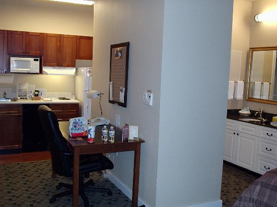 HYATT house Parsippany-East: Kitchen area