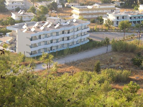 Sun & Sea Apartments : hillview