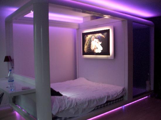 Qbic Hotel Amsterdam WTC: Purple Haze