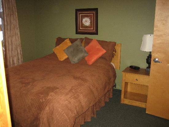 Windtower Lodge & Suites: the bedroom
