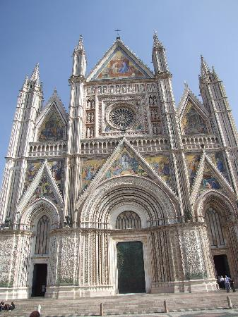 Orvieto, Italia: Duomo in the afternoon