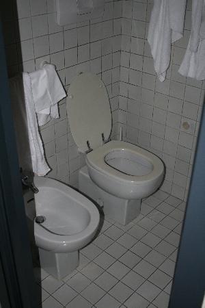 Club Hotel: The bathroom