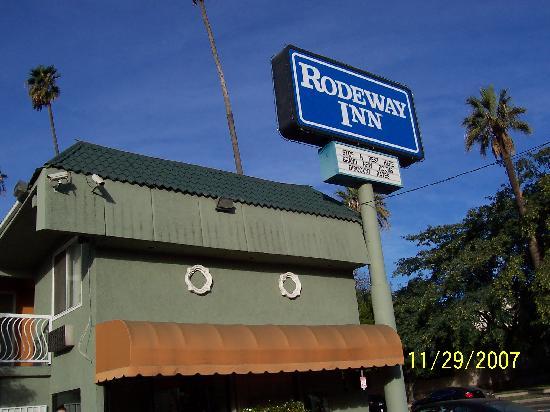 Rodeway Inn Hollywood: Rodeway Inn front area