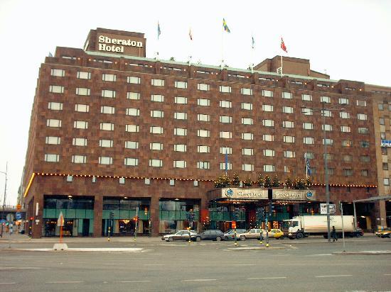 Sheraton Stockholm Hotel: Hotel von aussen - nicht so schön...