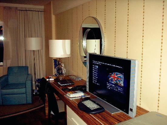 Sheraton Stockholm Hotel: Zimmer mit Flat-TV und Internet
