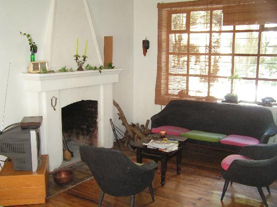 Casa Kanela: Fireplace at street level floor